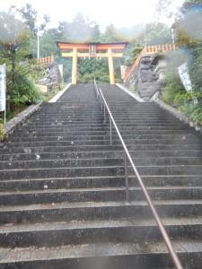 熊野那智大社の鳥居へと続く石段